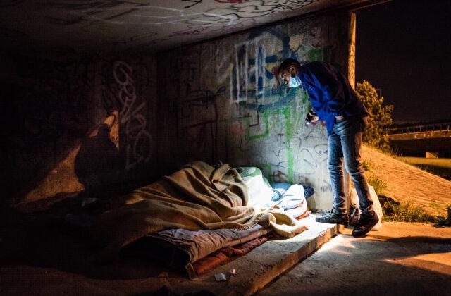 """Couvre-feu Covid-19 : Une """"attestation de non-hébergement"""" en soutien aux personnes sans abri"""